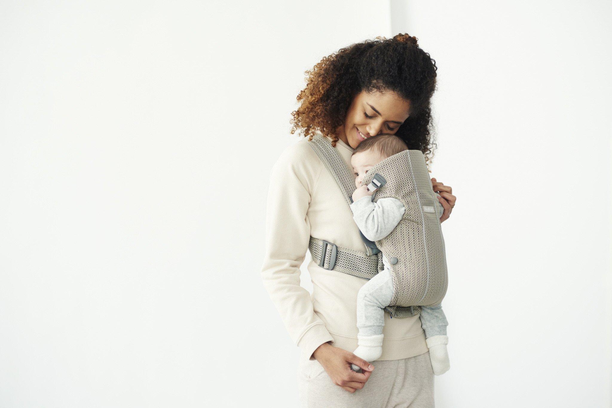 BABYBJORN MINI 3D Mesh – nosidełko, Greige