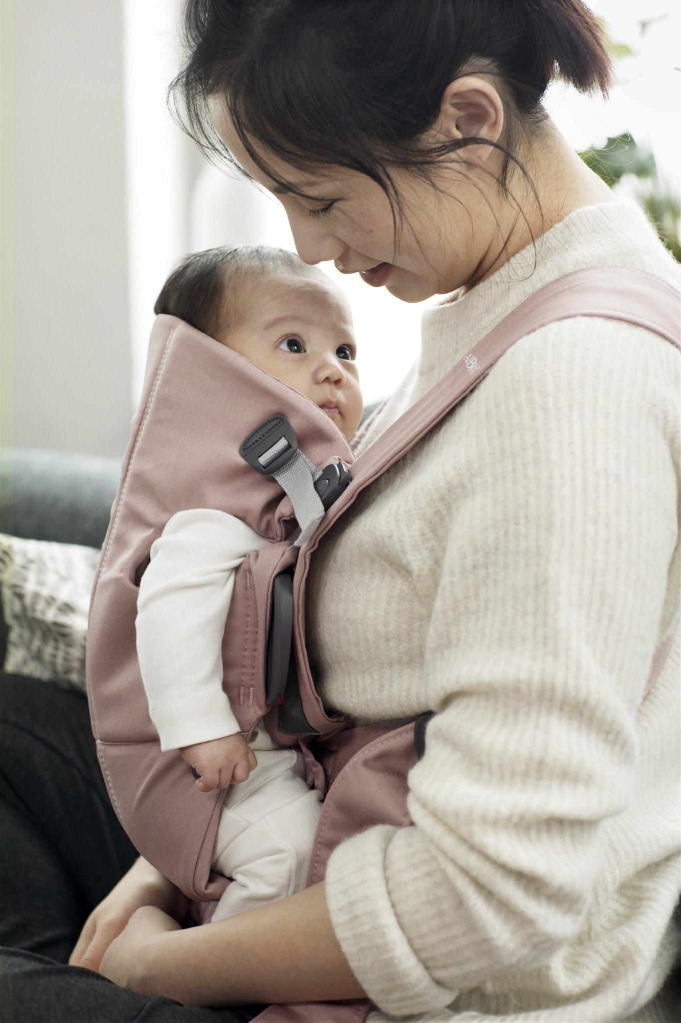 BABYBJORN MINI Cotton – nosidełko, Pudrowy róż
